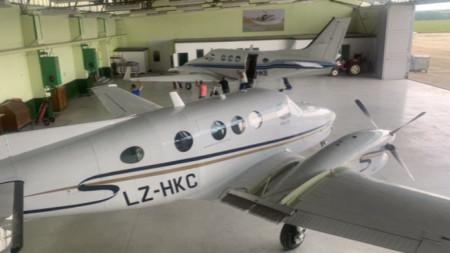 Трите самолета и командният пункт ще са базирани на летище Горна Оряховица.