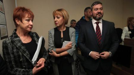 Мая Манолова в  Административния съд - София град