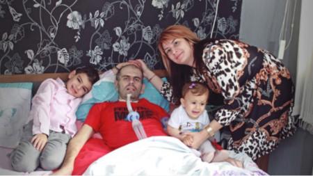 Емил Йорданов мечтае да се върне у дома при семейството си.