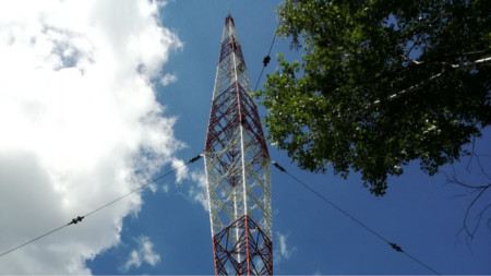 Радиопредавателната антена в село Вакарел