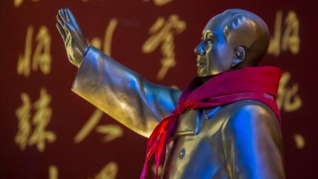 Статуя на Мао Дзедун