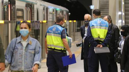 Общинската полиция в София засили контрола за носене на маски в градския транспорт на столицата.