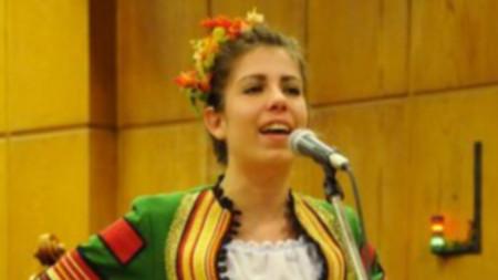 """Дияна Василева в концертното студио на БНР, лауреат на конкурса """"Млади фолклорни таланти"""""""
