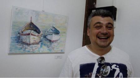 Стоян Радев пред една от неговите картини