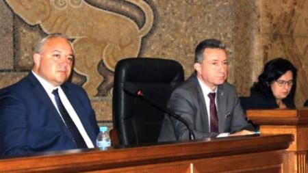 От ляво на дясно: Заместник-министър Иван Демерджиев, министър Янаки Стоилов и заместник-министър Мария Павлова