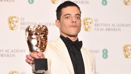 """Рами Малек беше отличен за най-добър актьор с награда БАФТА за ролята си на Фреди Меркюри във филма """"Бохемска рапсодия""""."""