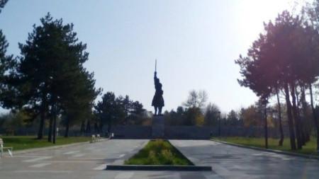 Паметникът на Хан Аспарух в Добрич