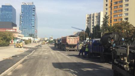 """Смяна на асфалтовата настилка в участък от южното пътно платно на бул.""""Тодор Каблешков"""" - септември 2020 г."""