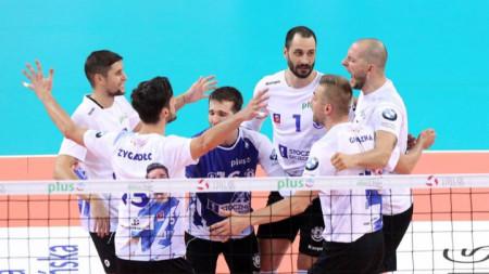 Казийски и Пенчев се поздравиха с успех.