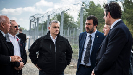 Виктор Орбан с Матео Салвини (вдясно).