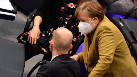Ангела Меркел разговаря с депутати в Бундестага - март 2021 г.