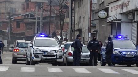 Блокирани са изходите на Благоевград, проверяват се автомобили.