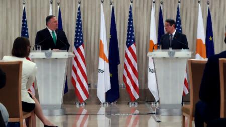 Държавният секретар на САЩ Майк Помпейо и президентът на Кипър Никос Анастасиадис на брифинг в Никозия