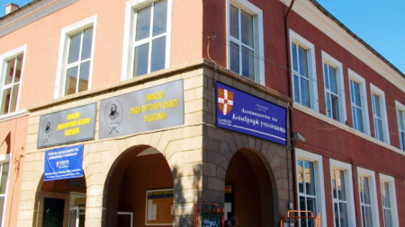 """Гимназията """"Иван Аксаков"""" е една от 20-те учебни заведения в страната, избрани за допълнителен модул на програмата """"Училище посланик на Европейския парламент""""."""