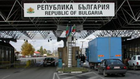 Водачите на камиони, извършващи международен превоз на стоки, не подлежат на 14-дневна карантина.