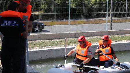На тренировъчния полигон на пожарникарите и спасителите
