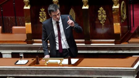 Оливие Веран, министър на солидарността и здравето, представя пенсионната реформа в парламента на Франция
