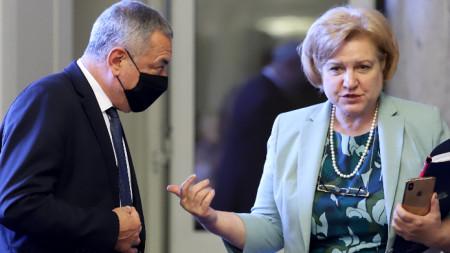 Валери Симеонов и Менда Стоянова на заседанието на комисията