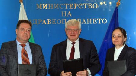 Анекс към Националния рамков договор беше подписан от Жени Начева - НЗОК, Иван Маджаров - БЛС, а министър Кирил Ананиев стана негов гарант.