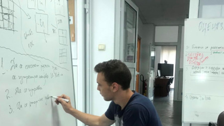 Марк Киричев по време на работата в BioMed Varna.