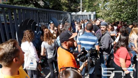 Протестът пред сградата на БНР в София.
