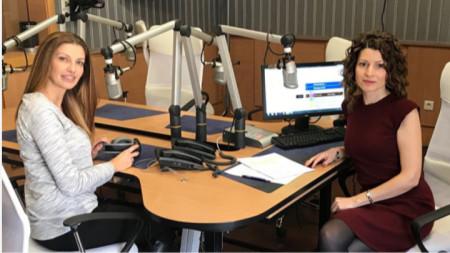 Яна Средкова и Лили Друмева в студиото на Радио София