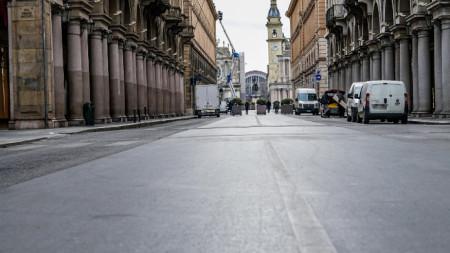 След разрастването на епидемията от новия коронавирус много от обществените места в Италия опустяха. На снимката: римска улица, 27 февруари 2020 г.