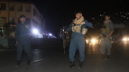 Афганистански сили за сигурност са блокирали пътя към района на експлозиите в центъра на Кабул.