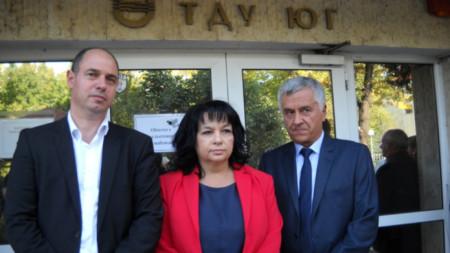 """Министърът на енергетиката Теменужка Петкова посети новия диспечерски център, базиран в енергийното управление """"Юг""""."""