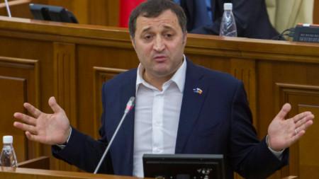 Премиерът Влад Филат говори в парламента на Молдова през 2015 г. на дебати за лишаването му от имунитет. По-късно той-бе осъден на 9 г. затвор за корупция.