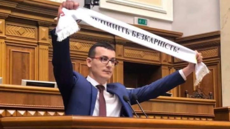 Сергий Томиленко в украинския парламент (Върховната рада) по време на изслушването.