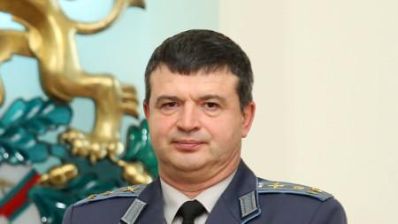 Началникът на училището бригаден генерал Юлиян Радойски поздрави за празника курсанти и преподаватели.