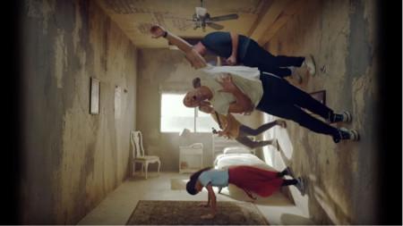 Сцена от видеоклипа към Оrphans на