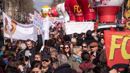 """С днешния протест синдикатите се завърнаха на социалната сцена на Франция, след като дълго бяха в сянката на """"жълтите жилетки""""."""