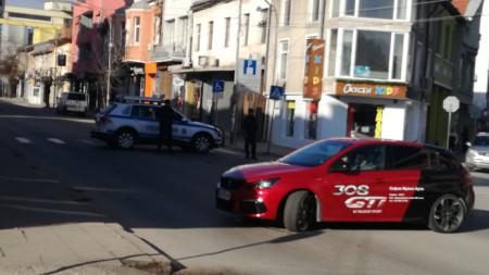 Центърът на Кюстендил бе блокиран от полиция, оперативна група разследва мелето на място.
