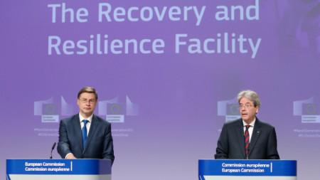 Валдис Домбровскис и Паоло Джентилони на брифинг в Брюксел - 28 май 2020 г.