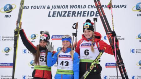 Халиулина (в средата) спечели титлата при девойките на 12,5 км, Милена Тодорова (вляво) остана със сребро.