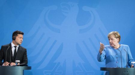 Германският канцлер Ангела Меркел и украинският президент Володимир Зеленски дават изявления в Берлин, 12 юли 2021 г.