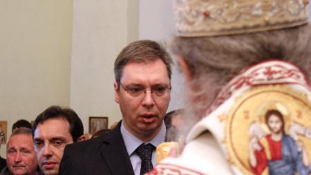 Александър Вучич в православна сръбска църква в Лепосавич, Северно Косово през 2013 година като вицепремиер в тогавашното правителство на Сърбия