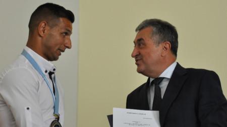 Ахмед Осман (вляво )вече е почетен гражданин на Кърджали
