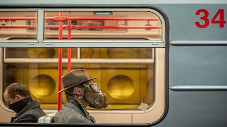 От утре маските стават задължителни не само в градския транспорт