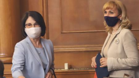 Елена Чернева-Маркова (вляво) и омбудсмана Диана Ковачева