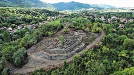 Панорамен изглед към крепостта при с. Дебнево, след приключване на тазгодишните проучвания