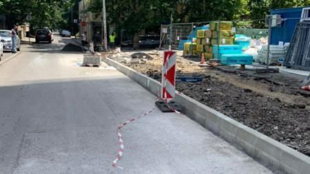 """През последните месеци беше завършен тротоарът на ул.""""Майор Юрий Гагарин"""" в участъка между ул.""""Атанас Далчев"""" и ул.""""Ф.Ж.Кюри"""""""