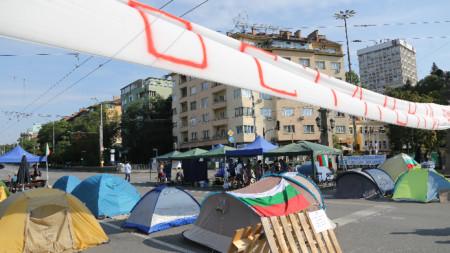 Продължават блокадите с палатки на три кръстовища в столицата