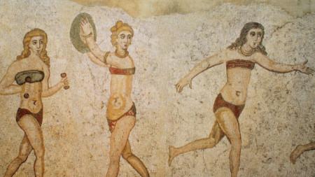 Момичета по бански, мозайка от Сицилия