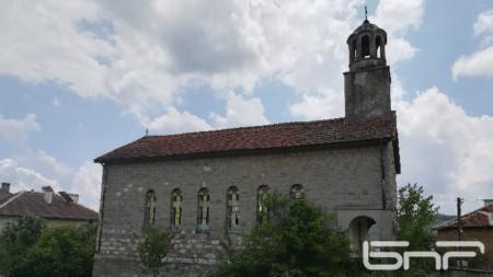 Църквата Свети Дух в с. Бенковски, общ. Кирково