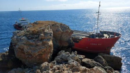 Корабът VERA SU превозва 3000 тона изкуствени торове от Украйна към Варна.