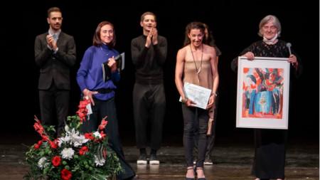 Надежда Дичева получи от Калина Богоева наградата на публиката