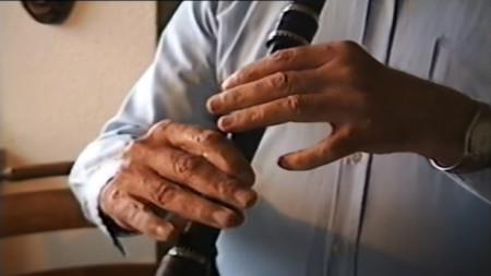 Стоп-кадр из видео с исполнением Стояна Величкова, снятое Симоном Ленбахом в 1998 г. в Дании.